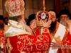 Ὁ Μακαριώτατος ἐνδύει τόν Ἀρχιεπίσκοπον Καττάρων.