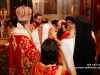 Ὁ Μακαριώτατος ἐνδύει τόν νέον Ἀρχιεπίσκοπον.