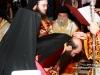 Ὁ Μακαριώτατος εὐλογεῖ τόν νέον Ἀρχιεπίσκοπον.