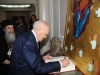 The President of the Hellenic Republic signing the visitor's Book .