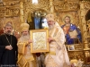 The Patriarch of Jerusalem offers Patriarch Daniel an icon of the Holy Sepulchre