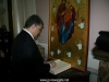 Mr Poroshenko signs the guestbook