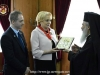 His Beatitude offers the Romanian P.M. an icon of the Theotokos